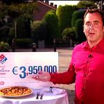 Horace Cohen deelt fantastische prijzen uit in nieuwe Dominos reclame