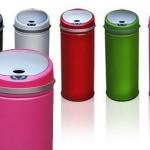 Gekleurde zelfopenende prullenbak met sensor €39,95